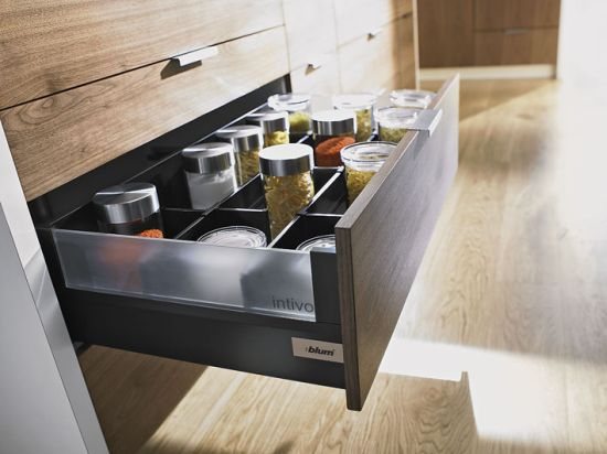 blum wyr nia nowoczesne firmy meble. Black Bedroom Furniture Sets. Home Design Ideas